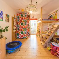 Dětský pokoj s dveřmi na dvorek